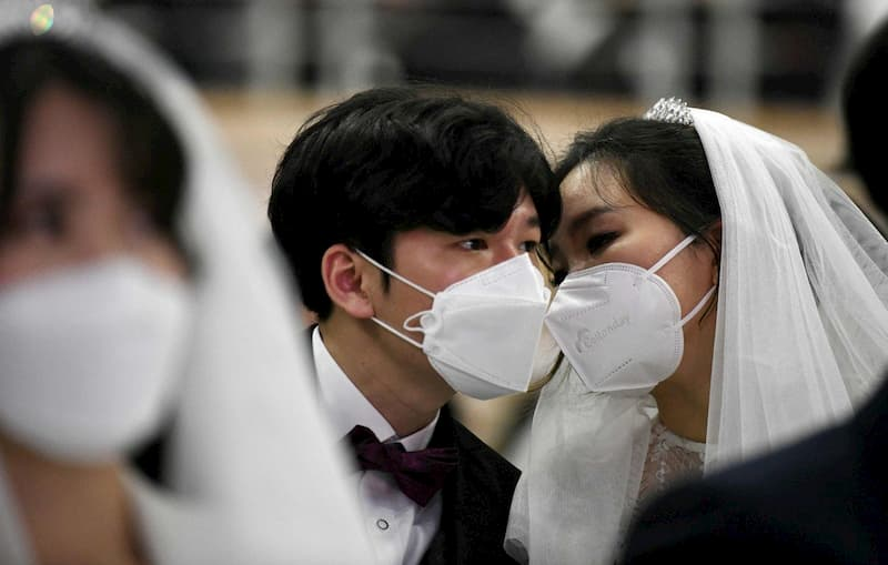 usar mascarilla en bodas para protegerse del virus